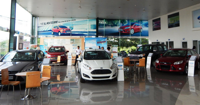 ford an lac showroom